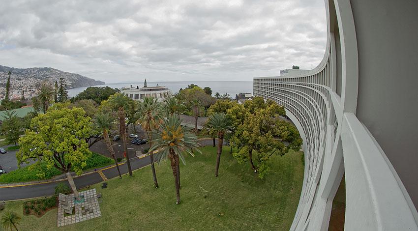 0c09ff9a59dd42 Oscar Niemeyer  the curved lines poet